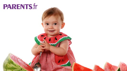Faire aimer les fruits de l'été aux bébés
