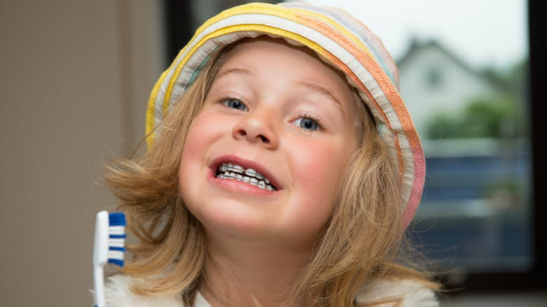 hygi ne dentaire brossage des dents chez les enfants. Black Bedroom Furniture Sets. Home Design Ideas