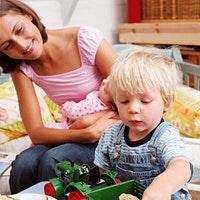 Assistante maternelle : les pour et les contre
