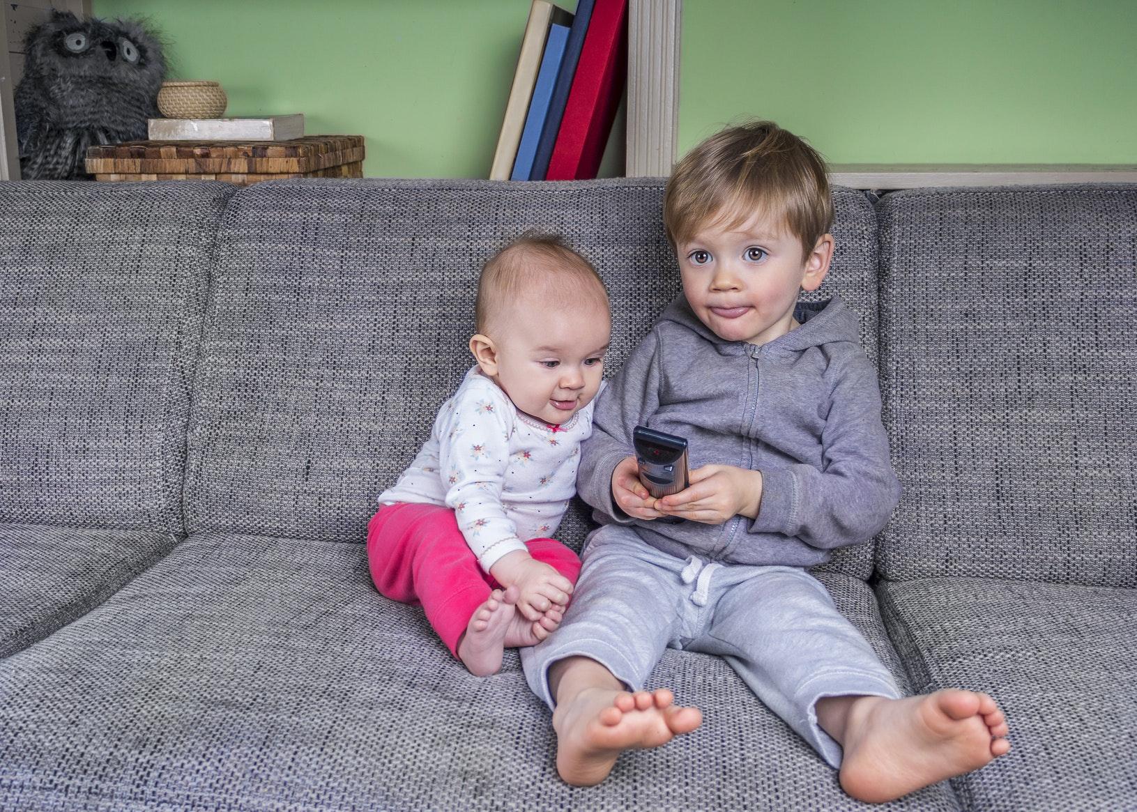 Bébé et la télévision