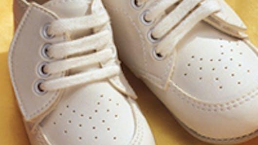 Petits pieds de Bébé bien chaussés