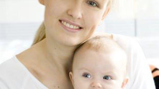 Vous dites que chaque étape de la maternité est vécue de   façon différente selon les femmes. Quels conseils donneriez-vous   aux futures et jeunes mamans ?