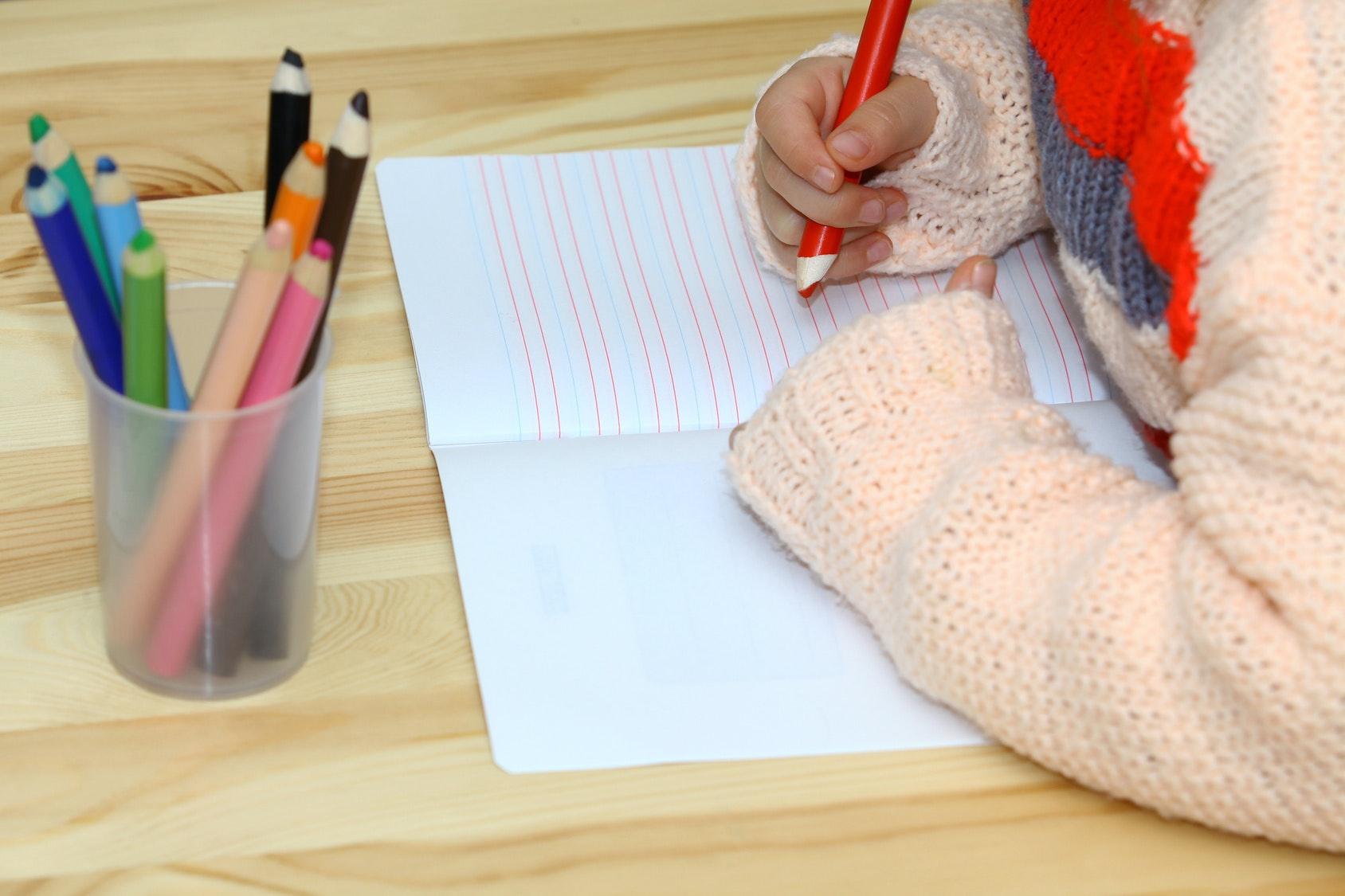 Apprendre à son enfant à bien tenir son crayon ou son   stylo