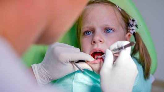 Enfant : la première visite chez le dentiste