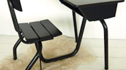son bureau d colier. Black Bedroom Furniture Sets. Home Design Ideas