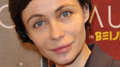 Emmanuelle Béart, Maman poule
