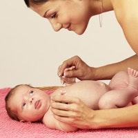 Bébé sans couche, parents à l'écoute