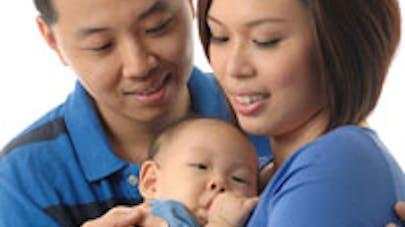 Un couple vend ses trois bébés