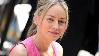 Une mère porteuse pour Sharon Stone