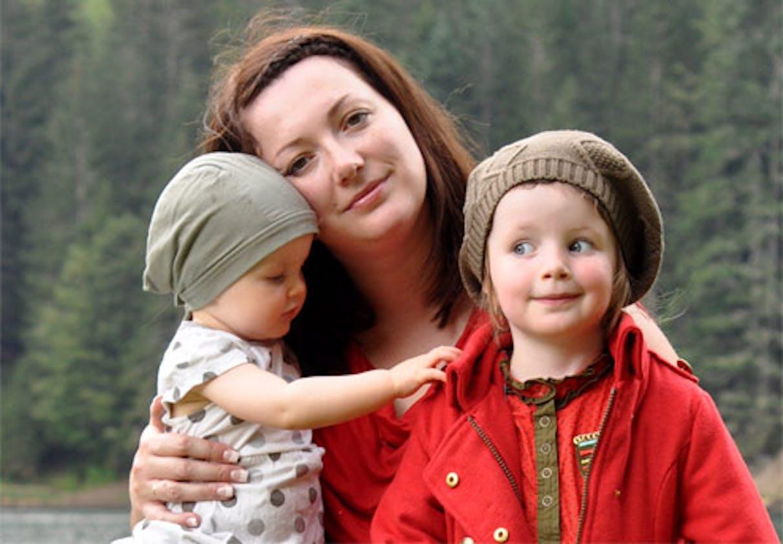 Ephee, avec ses filles Etoile et Orphée