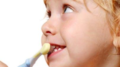 Bébés : gare aux dentifrices ?