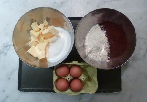 Les ingrédients de la bûche aux trois chocolats