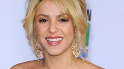 Enceinte, Shakira pose pour la bonne cause