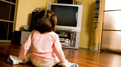 Les écrans, le soir, perturbent le sommeil des   enfants