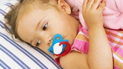 Bébé de 4 mois trouvé avec une tétine scotchée sur le   visage