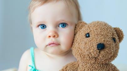 Bébé ne quitte jamais son doudou