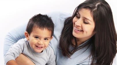 Hollande annonce une réforme du congé parental