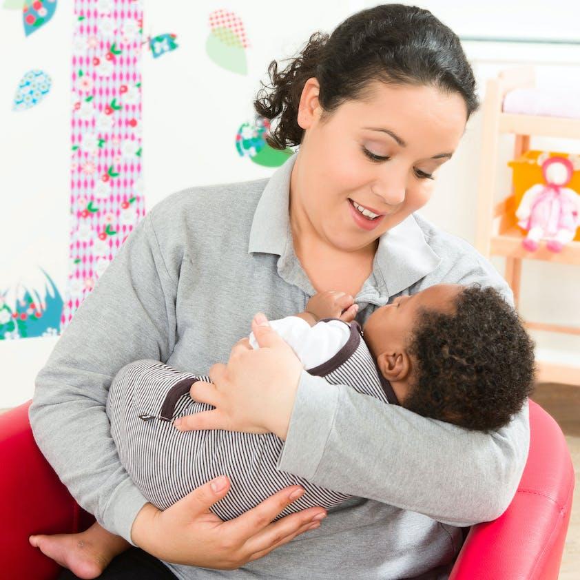 Porter son b b mode d 39 emploi - Rever de porter un bebe dans ses bras ...