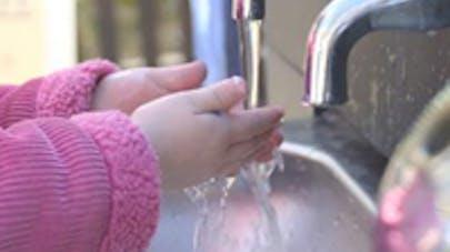 Ecole : la plupart des enfants boivent de l'eau en   journée