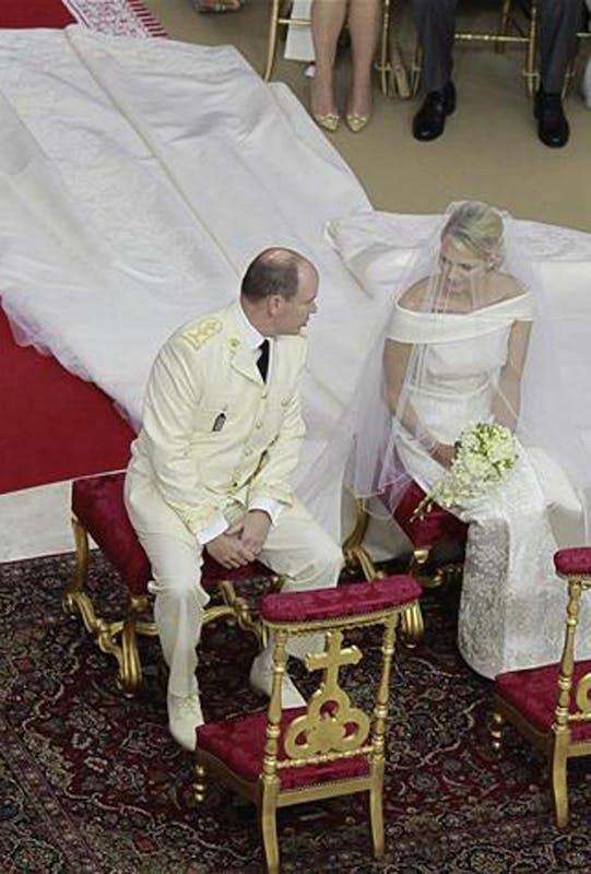 Les robes de mari es des people les plus glamours for Robes blanches simples pour le mariage de palais de justice