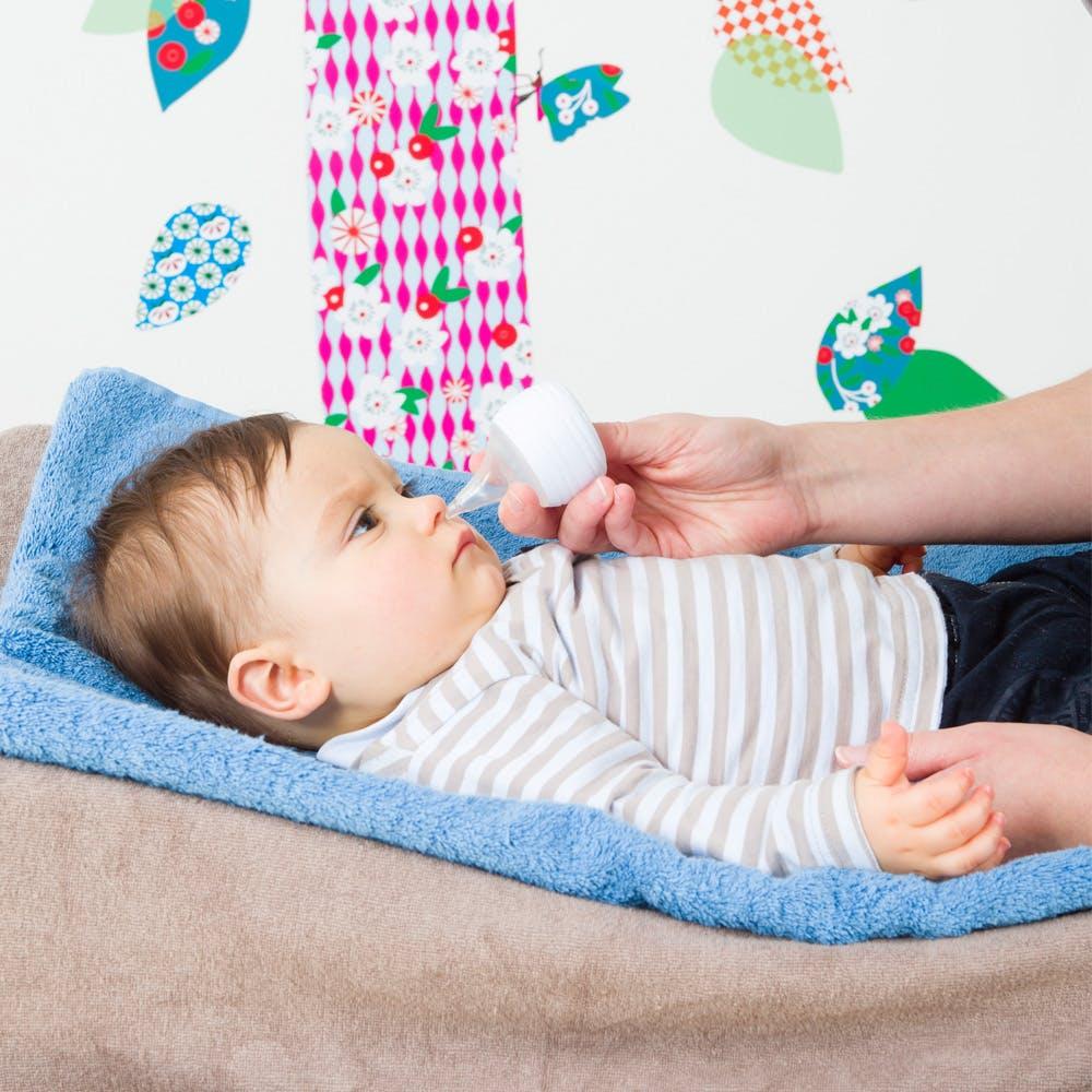Moucher bébé : Avec un mouche-bébé