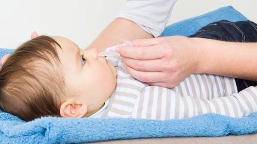 Moucher bébé : bien en face