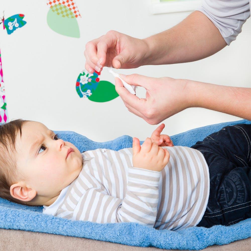 Moucher bébé : faire une mouchette