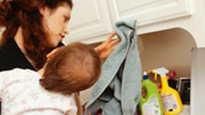 Les mères britanniques accomplissent 26 tâches parentales   avant d'aller travailler