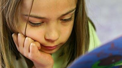 Les enfants qui lisent pour le plaisir sont meilleurs en   maths et en orthographe