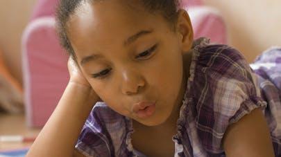 Les enfants issus de milieux favorisés lisent plus que les   autres