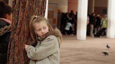 Une petite fille de 2 ans expulsée de l'école car... elle   a deux papas