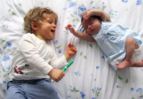 Alexandre, 16 mois, et Constance, 1 mois