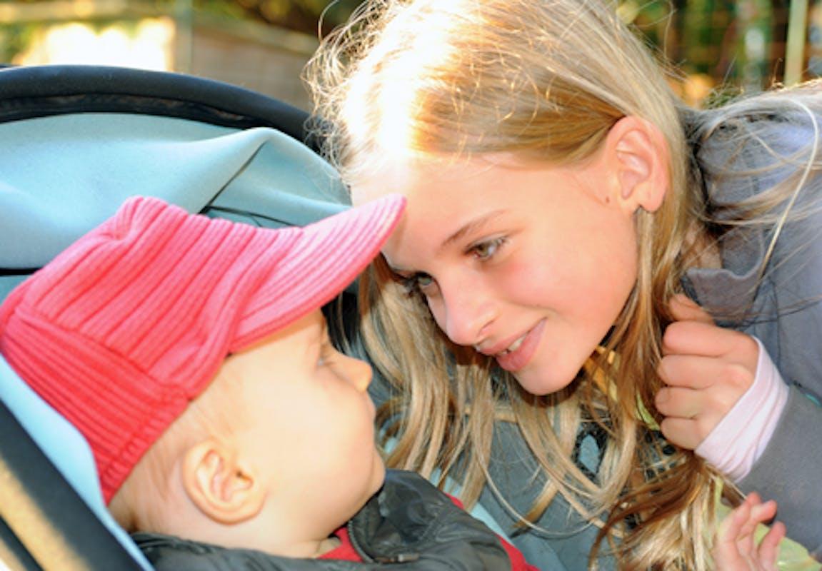 Charlotte, 10 ans, et Clément, 1 an