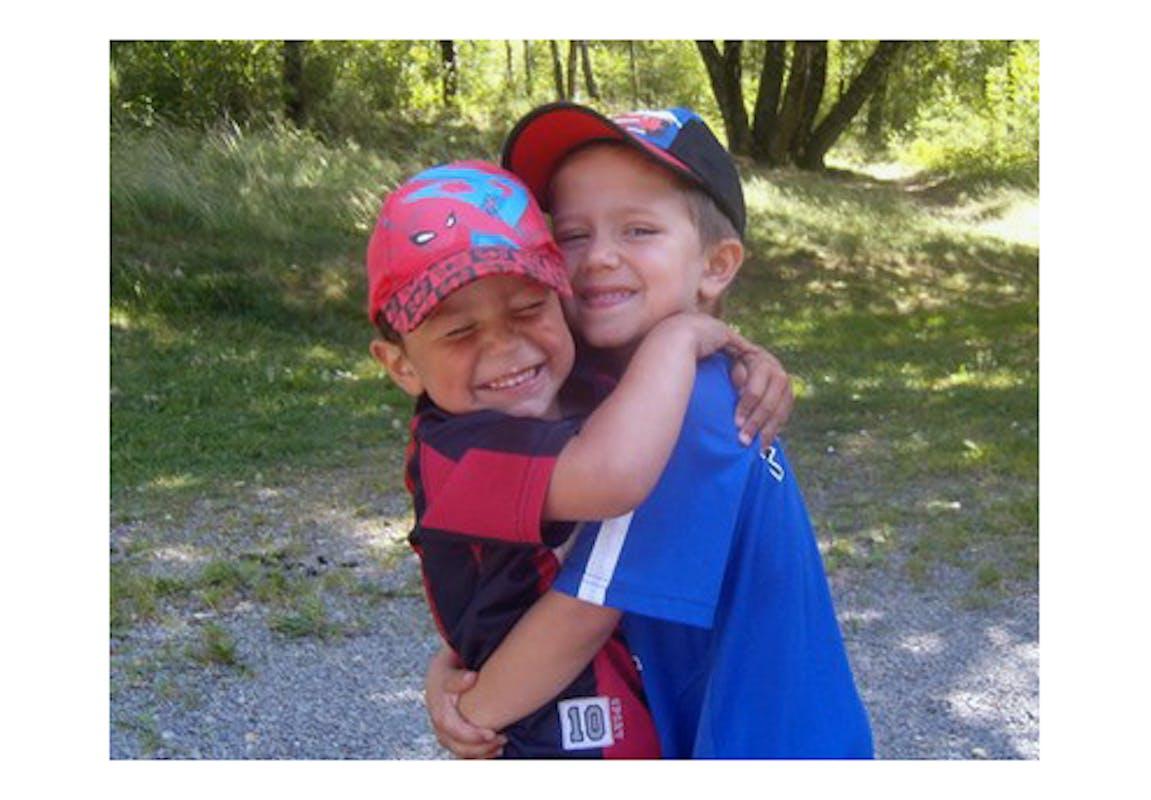 Ysaac, 5 ans, et Nathan, 4 ans