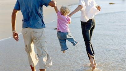 Une parentalité centrée sur l'enfant épanouirait davantage   les parents