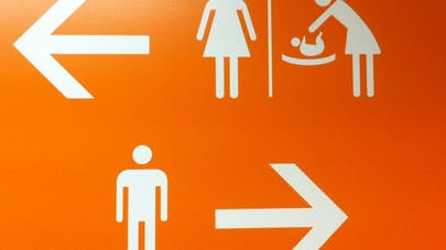 Aéroport d'Orly : un panneau sexiste suscite la   polémique