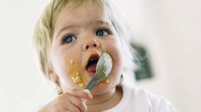 Un tiers des bébés mange devant la télévision