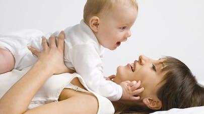 Parler avec son bébé participe au développement de son   langage