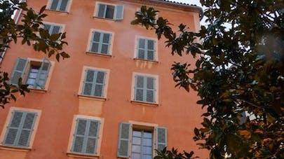 Toulon : trois enfants âgés de 4 mois à 4 ans laissés   seuls par leur mère