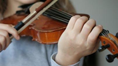Jouer d'un instrument est bénéfique pour le développement   du cerveau de l'enfant