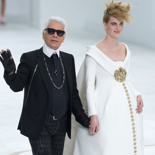 Fashion Week : une mariée enceinte pour le final de Karl   Lagerfeld