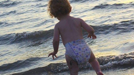 Concours photo : Bébé gambade en couche