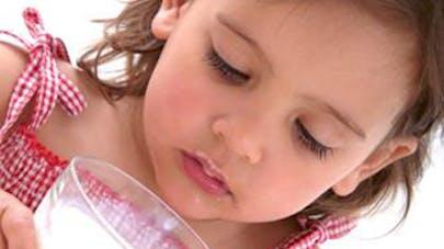 Vitamine D : les enfants qui ne boivent pas de lait de  vache exposés à des carences