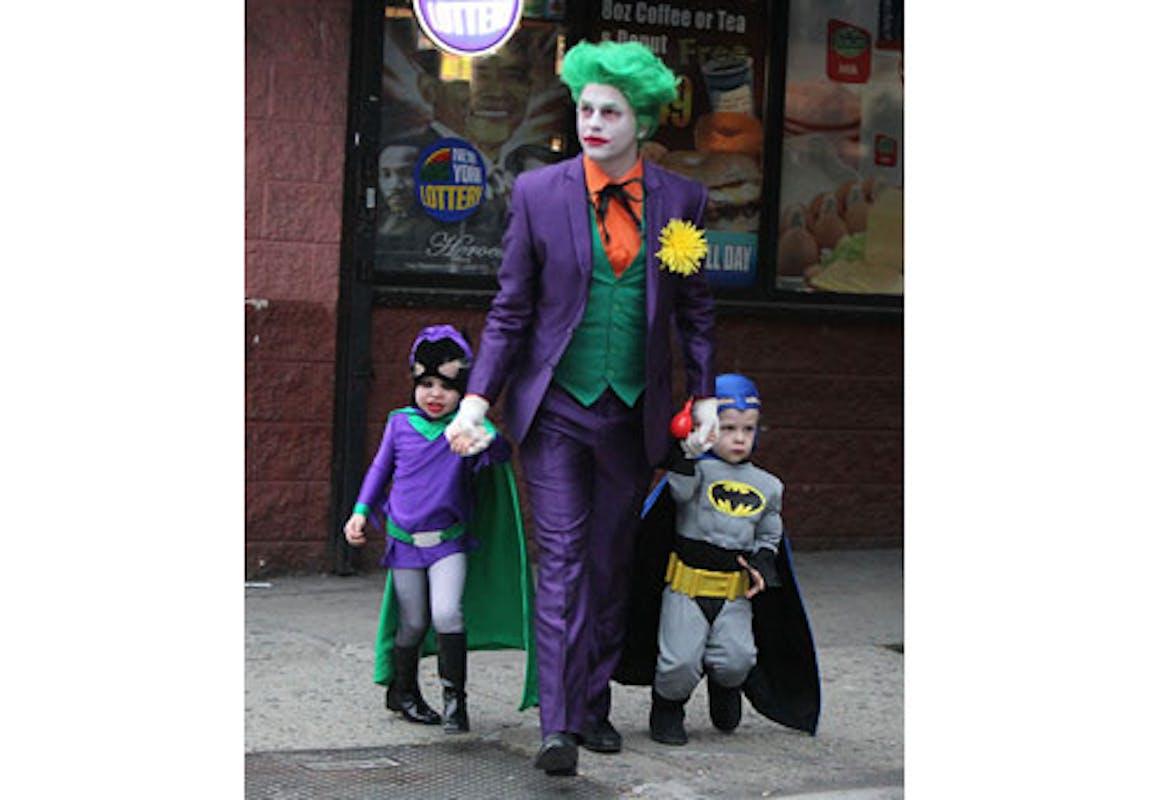 David Burtka et ses enfants à Gotham City