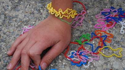 Bracelet Rainbow Loom : attention aux risques   d'ingestion