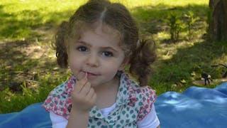 Chloé, deux ans et demi, sauvée grâce à une greffe du       coeur à l'hôpital Necker