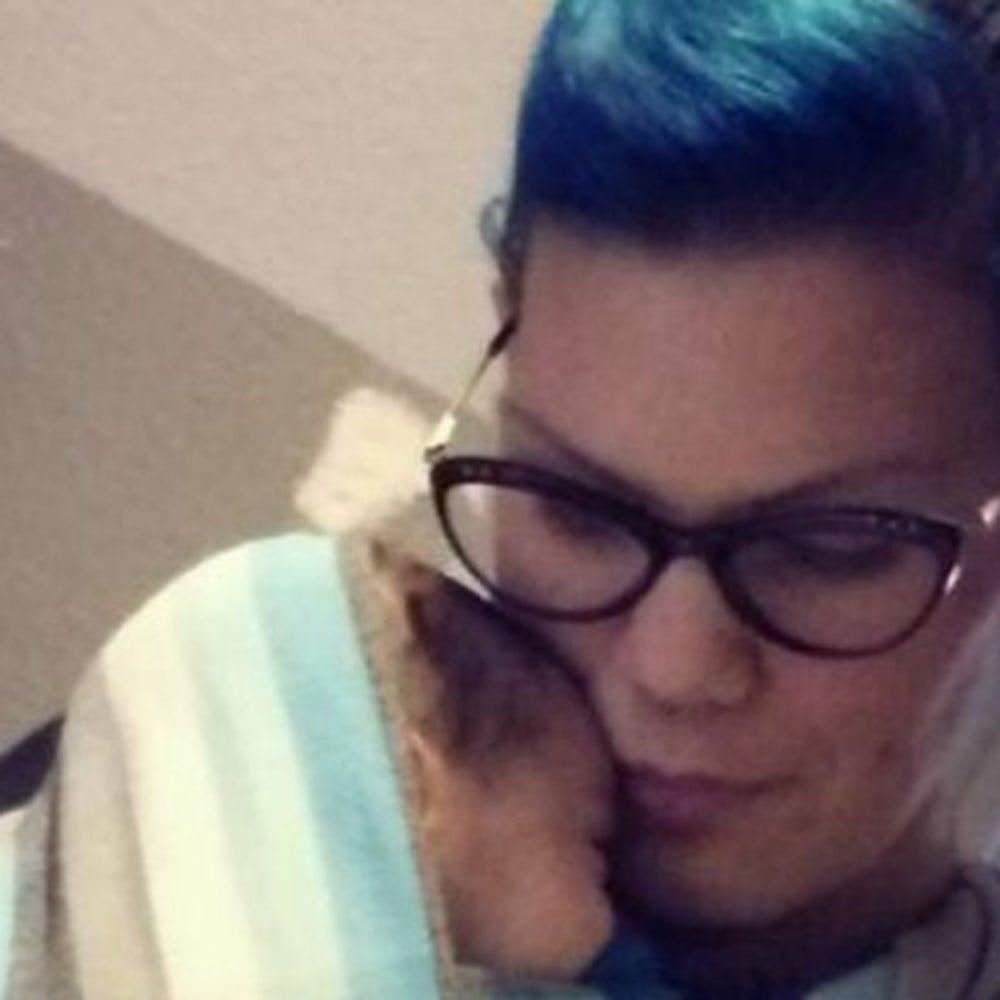 Elle collecte du lait maternel pour nourrir le bébé de son   amie décédée