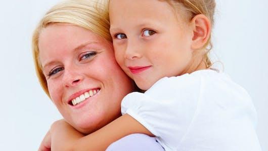 Une mère britannique allaite encore sa fille de 6 ans  !