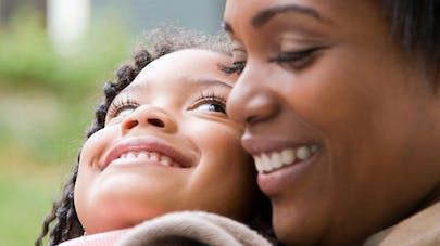 Une fillette de 4 ans sauve sa mère enceinte d'une crise   d'épilepsie