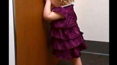 Vidéo : une fillette bouleversée par l'arrivée de sa   petite sœur